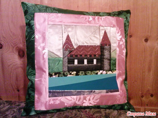 """Подушка """"Старый замок"""""""