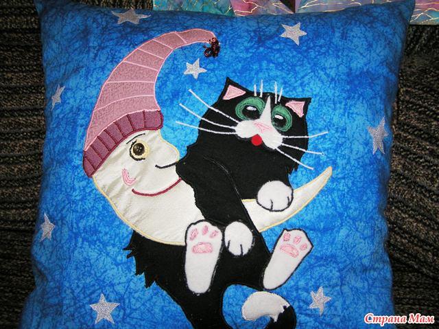 """Подушка """"Кот на луне"""""""