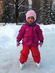 Маше 3 года, а на коньках кататься умеет!
