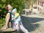 Мама с сыночком нежатся на солнышке