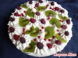 Творожный торт с сезонными ягодами и фруктами - полезное лакомство