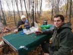 Что может быть лучше семейного чаепития в осеннем лесу?)