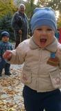 Артем 1год и 2 месяца с про бабушкой .Наша первая и такая веселая осень.