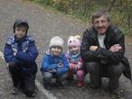 Два сыночка и лапочка дочка с папой