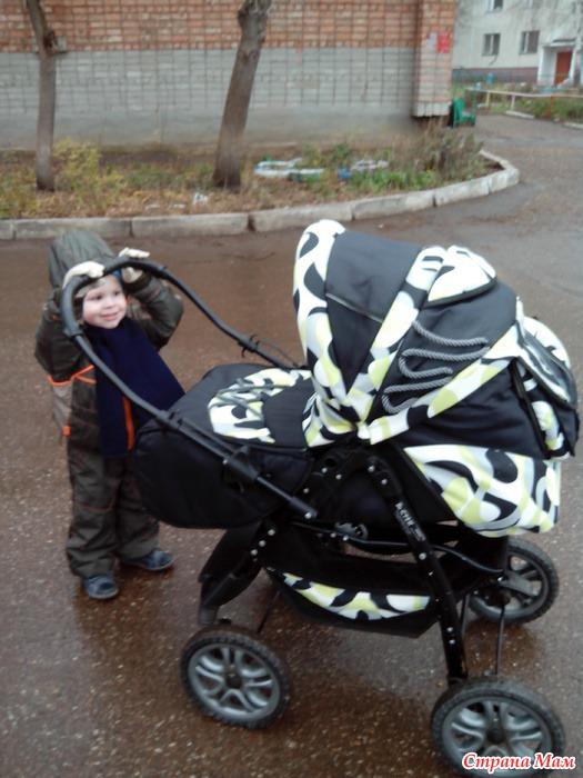 На первой прогулке с братишкой!