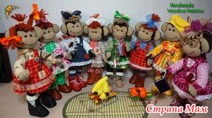 Много, много веселых обезьянок.