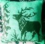 Диванная подушка с оленем.