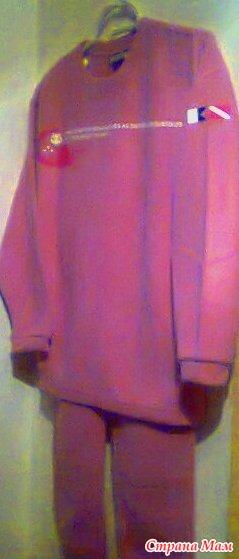 Предлагаю нежно-розовый спортивный костюм (США).