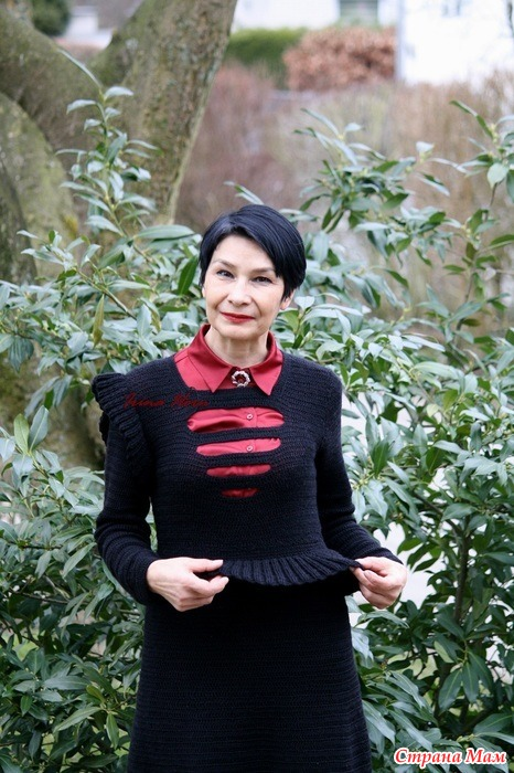 Платье с асимметричной баской и оборкой