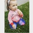 Девчушка с одуванчиком.