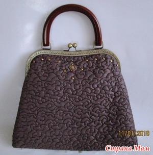 6de25f6570e7 Здравствуйте! Представляю свою сумочку, впервые сшитую мною на фермуаре.  Сшита из остатков стеганной плащевки с синтепоном (раньше было сшито из  этого ...
