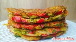 Лепешки на сковороде со сладким перцем, зеленым луком и укропом