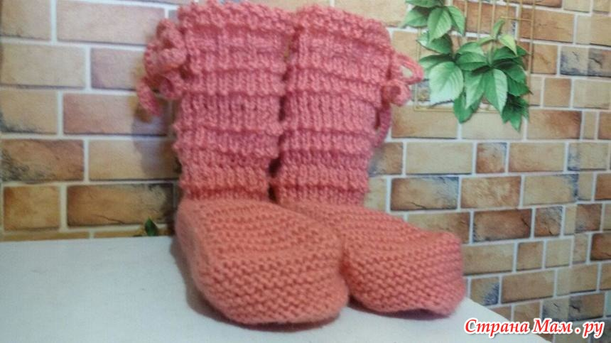 Тёплые высокие носки спицами
