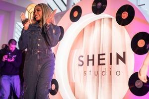 Необычный показ мод SHEIN: тренды сезона «осень-зима» и выступление звезд